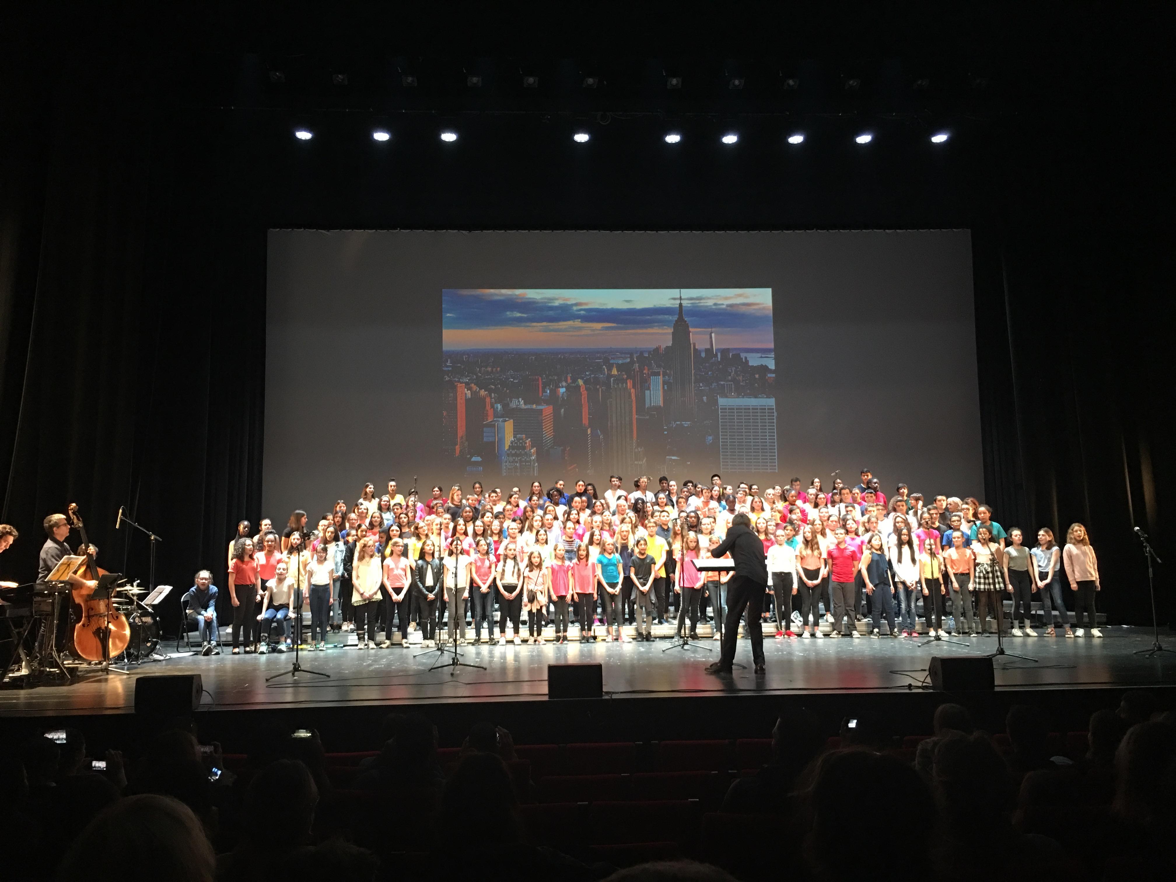 La chorale du collège au Rocher de Palmer.